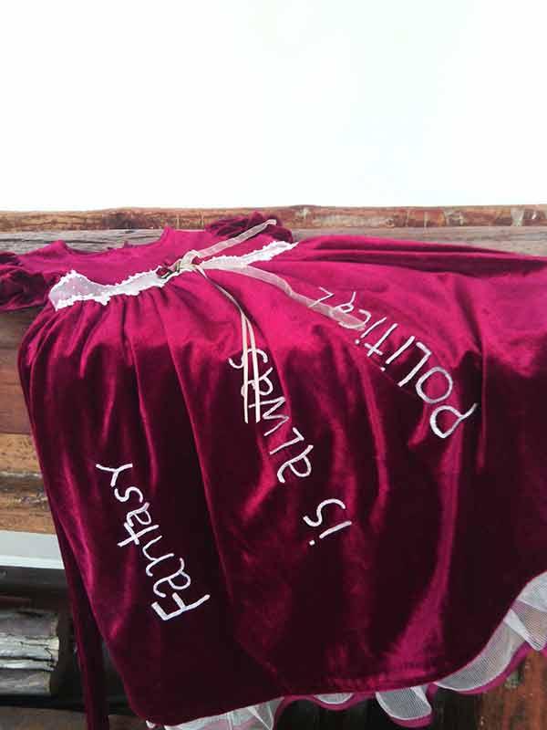 Detalhe vestito mostra Katia Canton